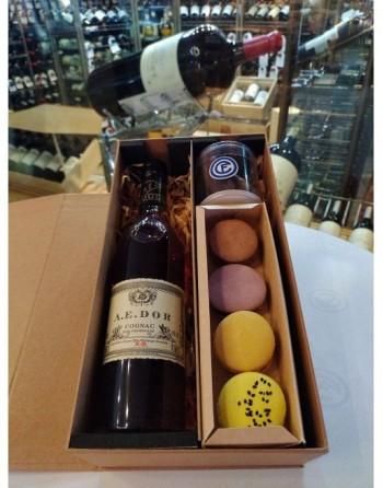 Cognac Grand Cru XO (A.E. DOR) 500 ml., naranjas confitadas con chocolate, 4 macarrones, caja de regalo con tarjeta